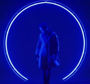 KarolinaHalatek_ENTER_ME_2011_diameter240cm_neon_LED_engine